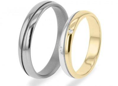Mooye trouwringen damesring goud en herenring titanium per paar vanaf