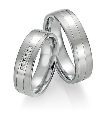 Mooye trouwringen in Titanium en Platina met diamant per paar