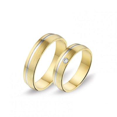 Mooye trouwringen in 8 karaat geel met wit en diamanten per paar