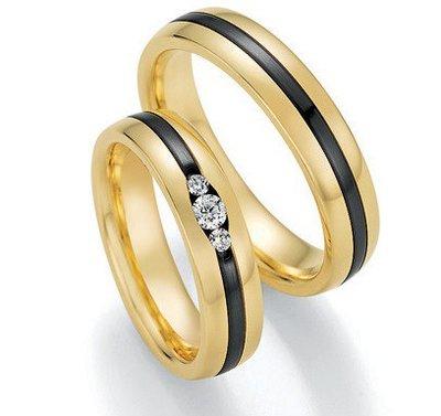 Mooye trouwringen in geelgoud en zirkonium