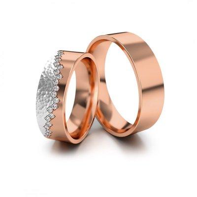 Mooye trouwringen in rosé goud en witgoud met diamant