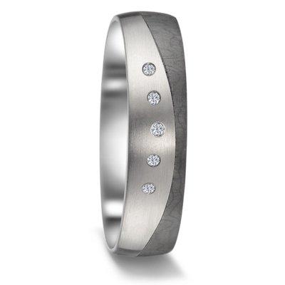 Mooye trouwringen in zwart Carbon en Titanium met diamant(en)
