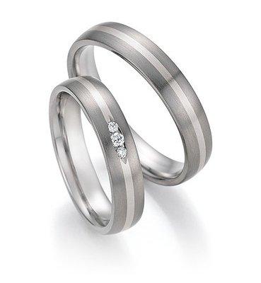 Trouwringen in Titanium en witgoud met diamant(en) per paar