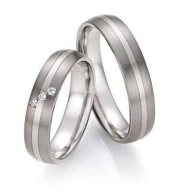 Mooye trouwringen in Titanium en witgoud met diamant per paar