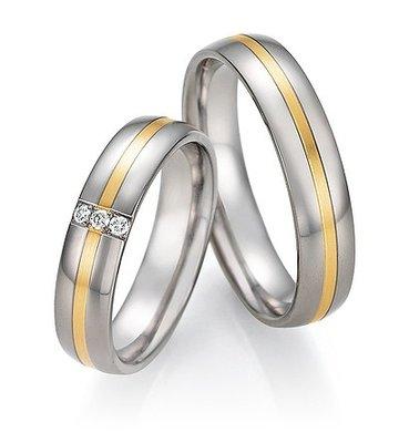 Mooye trouwringen in Titanium en geelgoud met diamant damesring maat 19
