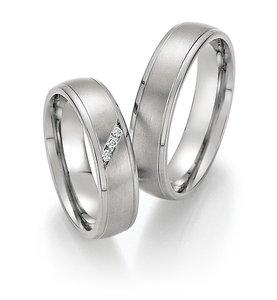 Mooye trouwringen in titanium met diamant per paar