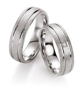 Mooye trouwringen in zilver inclusief diamant per paar