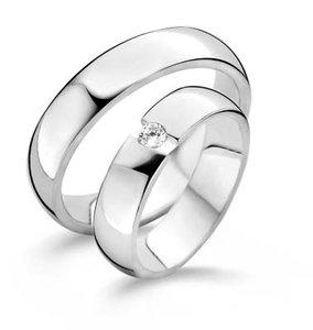 Mooye trouwringen in zilver met zirkonia per paar