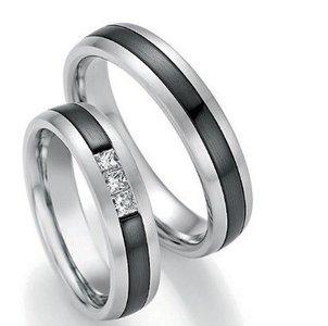 Mooye trouwringen in witgoud en zirkonium