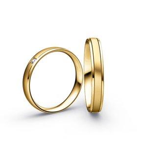 Mooye trouwringen in 8 karaat 333 geel en diamanten per paar
