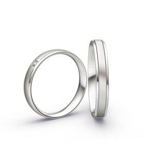 Mooye trouwringen in 8 karaat 333 wit en diamanten per paar